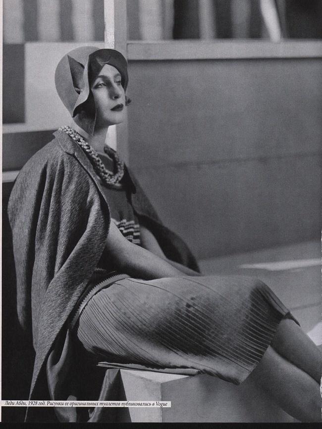Lady Abdy - 1928 - Outfit by Edward Molyneux - © Condé Nast Archive Corbis
