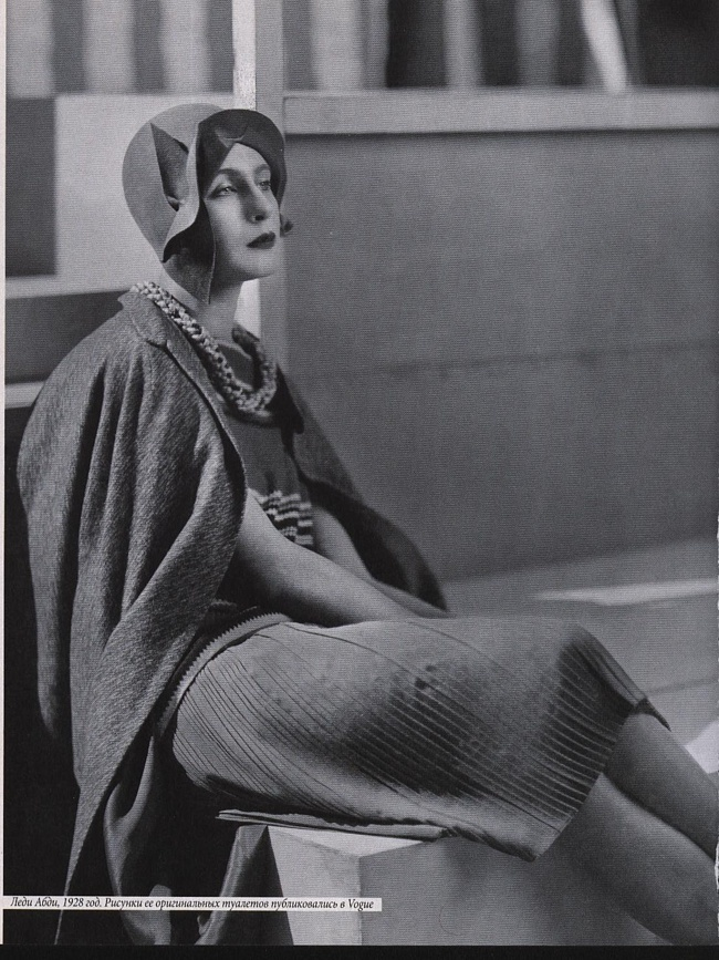 Lady Abdy - 1928 - Outfit by Edward Molyneux - © Condé Nast Archive Corbis