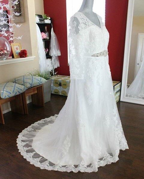 Full Figure Wedding Dress / Long Sleeve Wedding Dress / Beaded Sash Aline  Wedding Dress / Curvy Lace Bridal Gown / Plus Size Wedding Dress