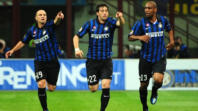 Diego Milito (FC Internazionale Milano)  Diego Milito (C) of FC Internazionale Milan celebrates after scoring the opening goal during their Italian Serie A match against AC Milan