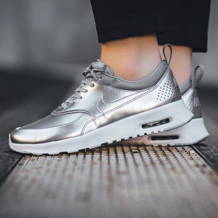 Nike Air Max Thea: Metallic