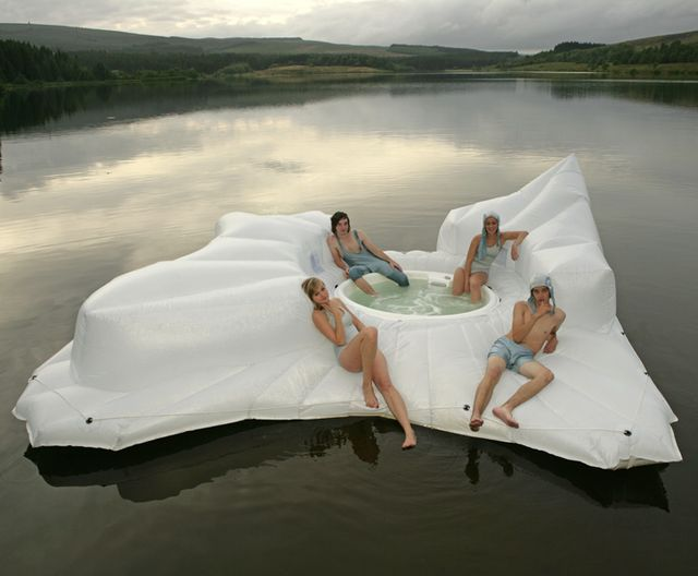 floating hot tub...NEED!!: Floating Hot, Swimming Pools, Lakes House, This Is Awesome, Scifi, Rivers T-Shirt, Coolest Things Ever, Pools Party, Hot Tubs