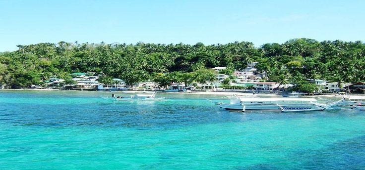 KotaSabangmulai dibanjiri wisatawan mancanegara dan Nusantara. Hotel dan penginapan di wilayah kepulauan itu sudah penuh hingga akhir tahun 2015.