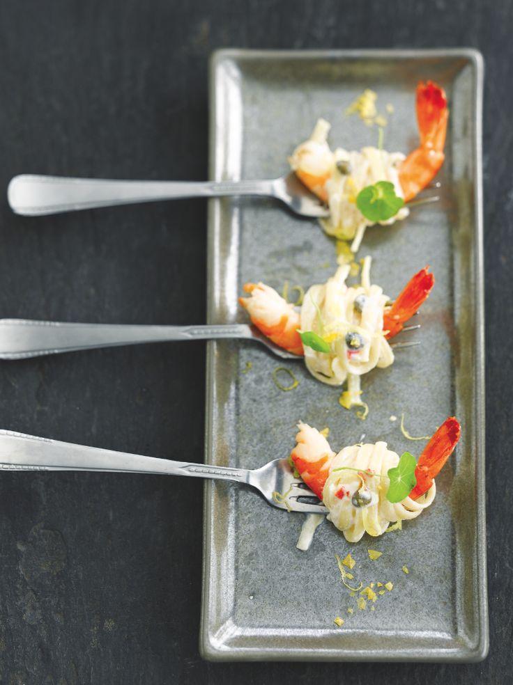 Romige pasta met gamba's http://njam.tv/recepten/romige-pasta-met-gambas