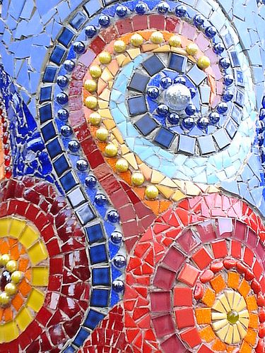 Pizza oven with mosaic, via Flickr.