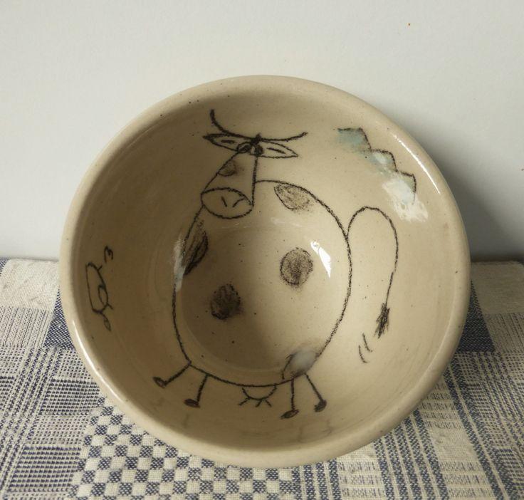 Bol unique décoré main : adorable vache noire et blanche ! : Vaisselle, verres par l-apipoterie