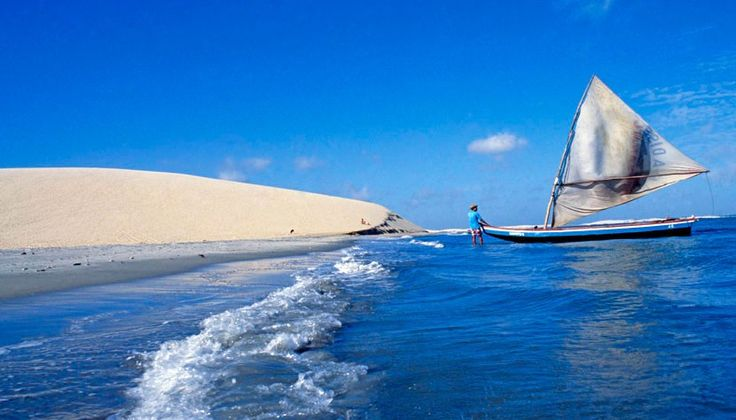 Jericoacoara - Ceará http://www.cvc.com.br/media/1329995/jericoacoara-barcos-pesca-830x474_830x474.jpg