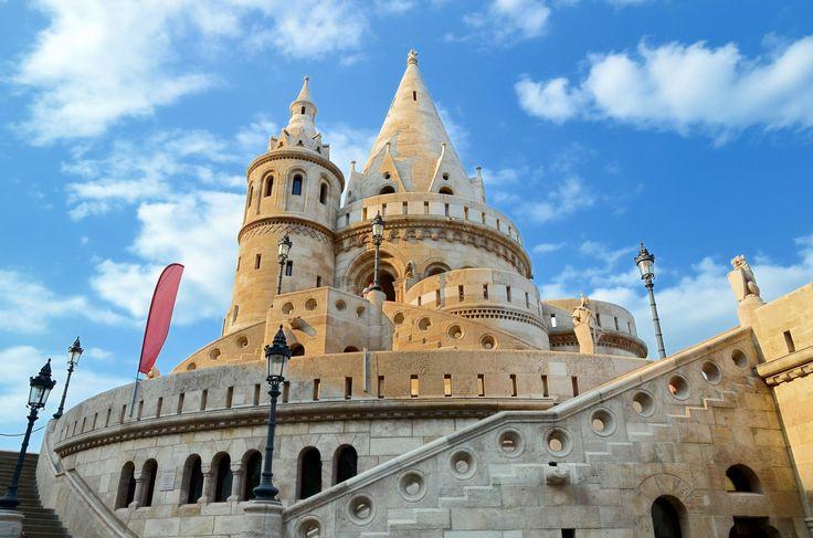 Un voyage scolaire en Hongrie ?  Circuit à Budapest, Hongrie. Le programme comprend la découverte du Mont Gellért, du Parlement hongrois et du Château de Vajdahunyad.