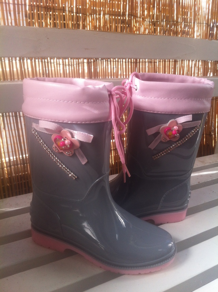 Grey boots for girl