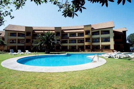 Paga desde $79310 por 2 o 3 noches para dos + desayuno buffet + cena + tabla mix en Hotel Playa Campanario, La Serena. Elige temporada