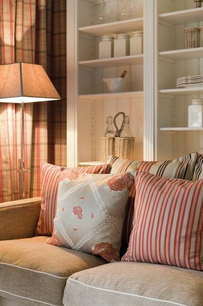 Bringe mit bunten Stoffe Farbe in dein zu Hause. Fotocredits: FINE