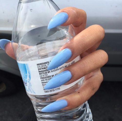 blaue, blaue Nägel und Nagelbild