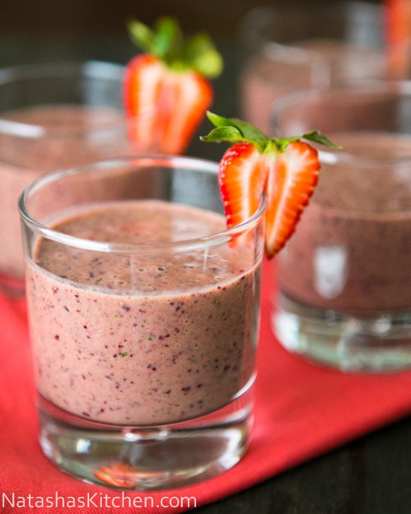 Strawberry Spinach Smoothie    •1 cup mango juice (Orange Juice also works well)  •½ cup yogurt  •½ lb fresh or frozen strawberries, halved or quartered  •½ lb fresh or frozen blueberries  •1 banana  •1 cup packed fresh spinach  •Drizzle of honey (about 1 Tbsp)