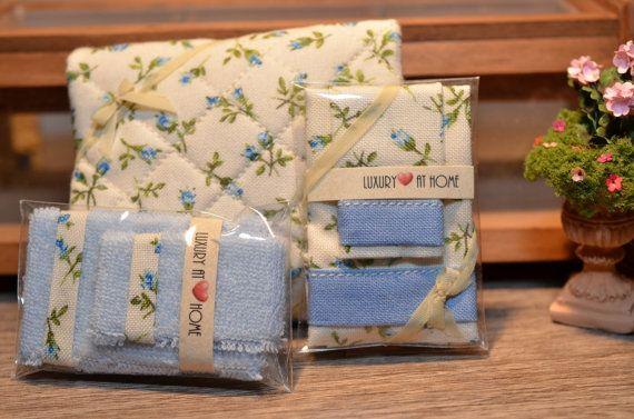 Completo da letto singolo solo da esposizione, coppia asciugamani e piumone da letto apribile in scala 1:12 on Etsy, 45,00€
