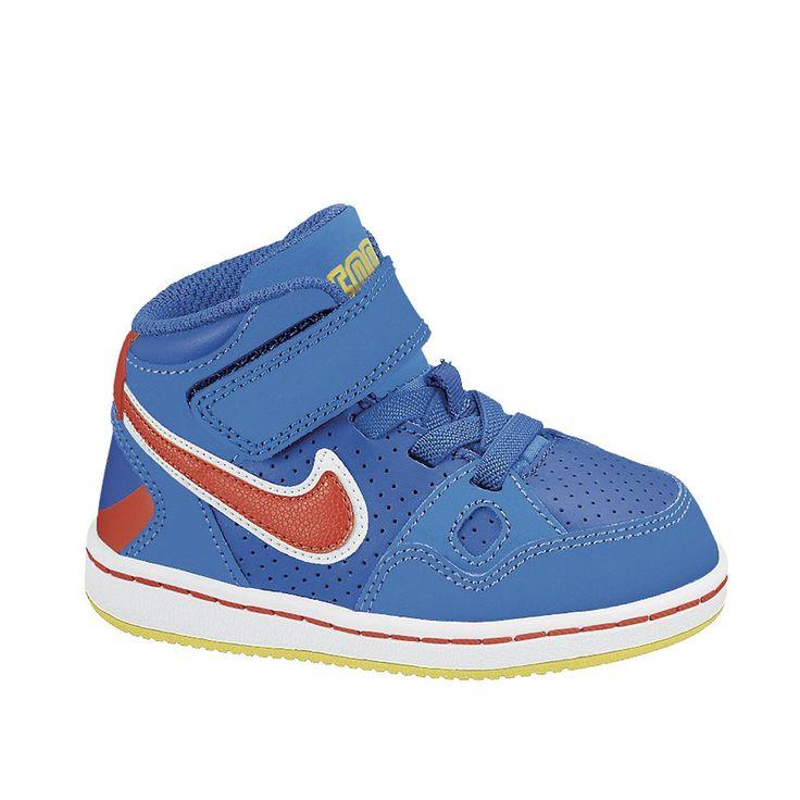 NIKE SON OF FORCE MID (TD) Perrysport - De Nike Son of Force Mid voor kinderen is een halfhoge sneaker met een klittebandsluiting en veters. Op de hiel is de schoen laag en vooraan hoog. Hierdoor geeft de schoen extra ondersteuning aan de enkel. De sneakers hebben perforatie gaatjes op de neus voor extra ventilatie. Ook aan de zijkanten van de schoen wordt gebruik gemaakt van de gaatjes om warmte bij je voet tegen te gaan.