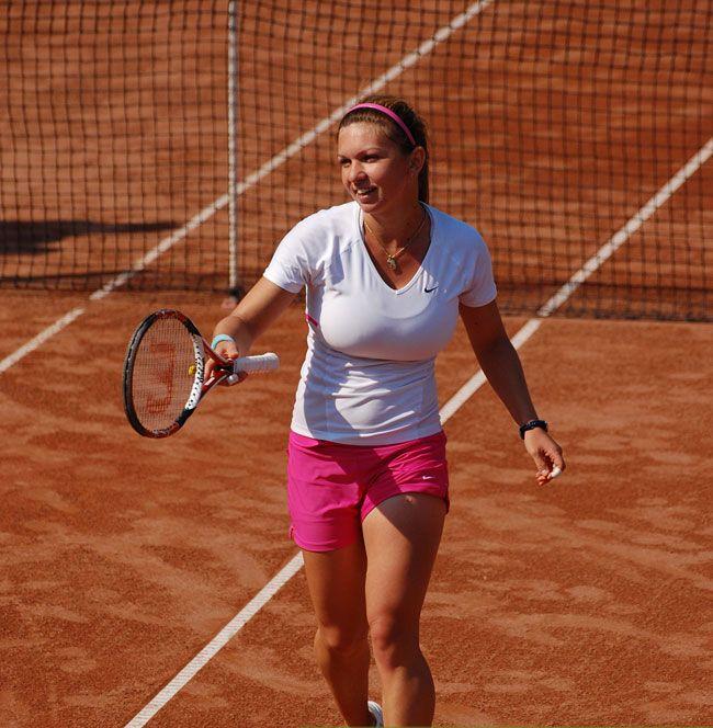 Simona Halep - pink SHORTS