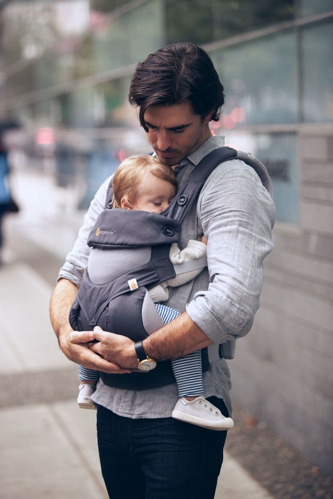 Who says babywearing is just for Moms?! Love seeing Dads rock the @ergobaby. #PNpartner