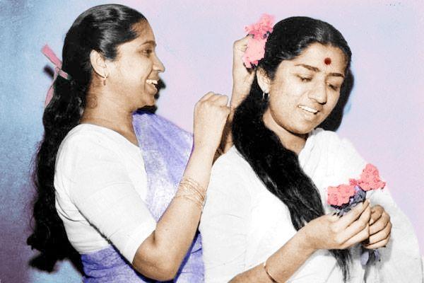 Lata Mangeshkar y Asha Bhosle                              …