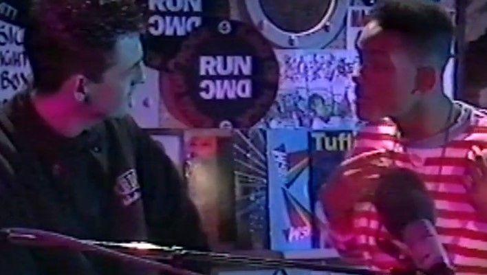 Ο Will Smith a.k.a The Fresh Prince κάνει freestyle στην εκπομπή του Westwood το '89 [Flashback Video] - Ο Tim Westwood το 1989 είχε καλεσμένο τον The Fresh Prince (Will Smith) στο N-Sign Radio TV Show, οπού αποκαλύπτει την ξεκαρδιστική ιστορία γνωριμίας του με τον DJ Jazzy Jeff και ακούμε ένα απιστευτο... More: http://hqm.gr/will-smiith-fresh-prince-freestyl