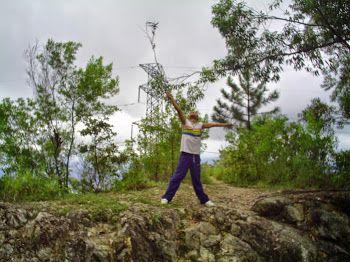 La naturaleza es poder.  Hoy caminaré por los senderos del Cerro El Ávila para no perder la rutina, y es que esta hermosa montaña me transmite tanto poder, tanta sabiduría y tanta inspiración; la madre naturaleza y sus elementales, hermosas y criaturas divinas que nos ayudan a coexistir en este mundo, son el equilibrio del mundo, de la vida física, porque materia y energía es lo mismo. Danzaré...  #Magia #Wicca #Naturaleza #ElAvila #WarairaRepano #Caracas #Paganismo #Brujo #Mago