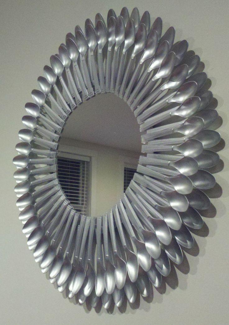 Las 25 mejores ideas sobre espejo de cuchara de pl stico for Decoracion de espejo con cucharas