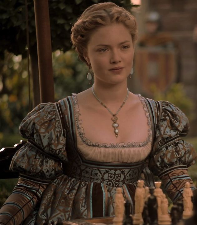 Holliday Grainger as Lucrezia Borgia in The Borgias (TV Series, 2012).