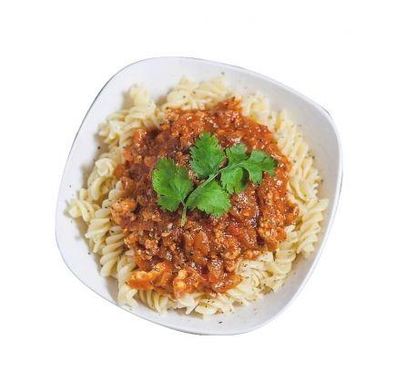 TORSADES SAUCE BOLOGNAISE LINÉADIET Le grand classique des Torsades Sauce Bolognaise version minceur !   Craquez pour ce savoureux plat préparé Linéadiet, idéal pour votre régime hyperprotéiné ! Retrouvez la saveur d'une bonne sauce bolognaise dans des pâtes fraiches. Vous n'avez plus qu'à passer le plat au micro-ondes, et vous pouvez déguster !