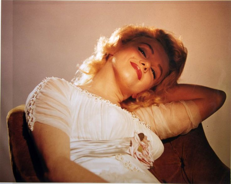 Sweet Marilyn: Photos, Marilyn Monroe, Color, Showgirl, Beautiful, Marilynmonroe, Standard Jeane, People
