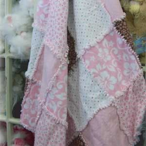 How to make a rag quilt, complete with video. Super easy project!
