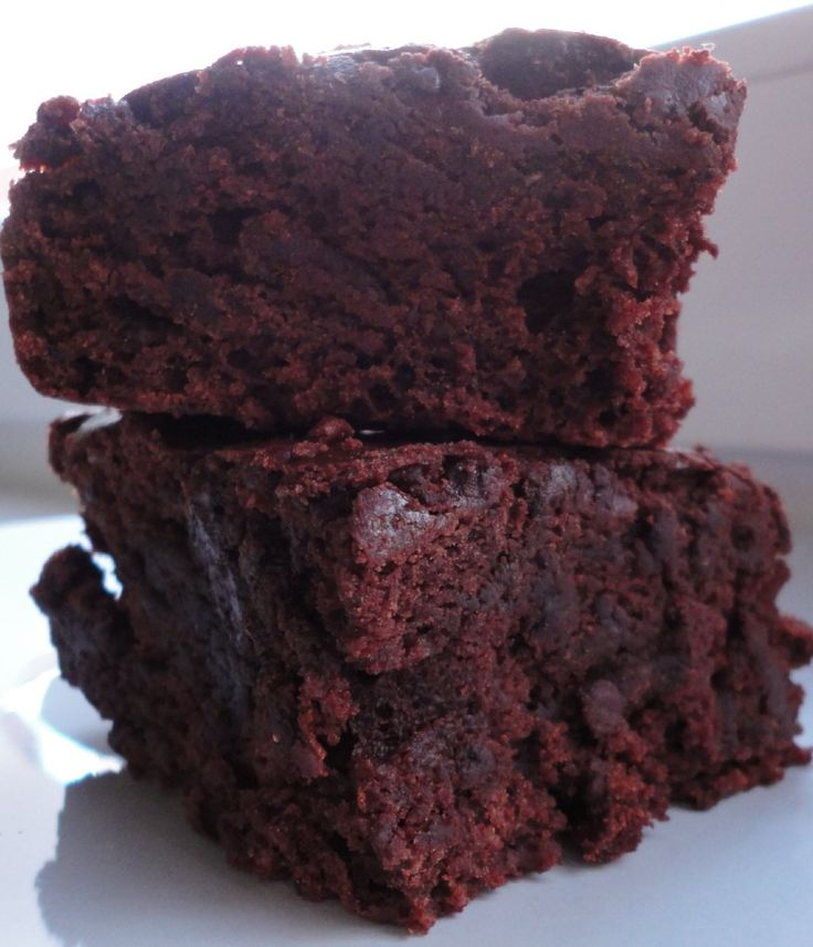 Chocolate Chocolate Brownie Cake! Under 140 calories for one BIG piece! - Ceara's Kitchen #HEALTHY #VEGAN