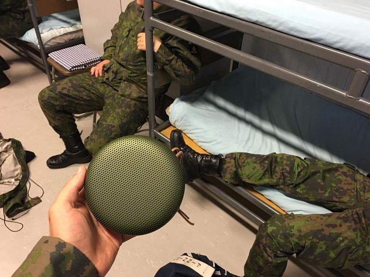 A-SENTO! Näppärästi mukana kuljetettavan BeoPlay A1 kaiuttimen otat mukaasi vaikka armeijaan. Kilpailu voittajamme @joonaspuhakka on testannut laitteen toimivuuden tiukoissa olosuhteissa ja todennut laitteen mahtuvan siihen kuuluisaan intti-kaappiin   #beoplay #beoplaya1 #puolustusvoimat #armeija #bluetooth #bluetoothspeaker #finnishdefenceforces #defenceforce