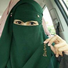 Elegant Green Niqabi