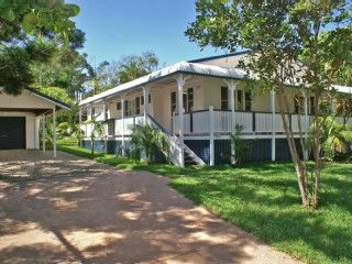 The Jetty House - Pet Friendly Holiday Rental in Byron Bay from @homeawayau! Prices from $380p/n sleeps 8. #petfriendly