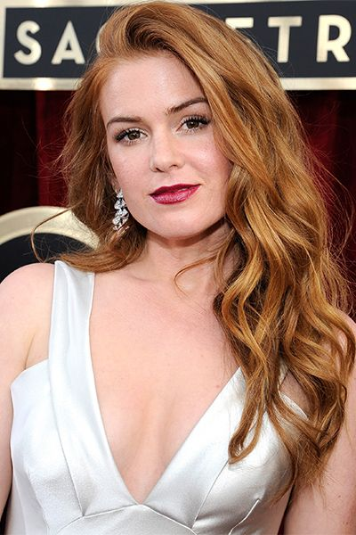 Isla Fisher A super-textured, messy look can be just as sexy and glamorous as proper curls.  Read more: http://dailymakeover.com/top-20-big-sexy-celebrity-hairstyles/#ixzz3ugL2eeHM