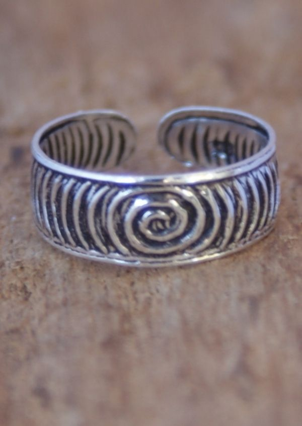Karma East - Silver Spiral Toe Ring