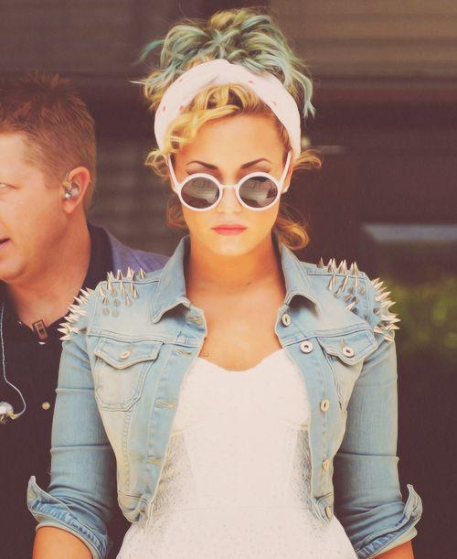 studs!: Demilovato, Spikes, Jeans Jackets, Soft Grunge, Outfit, Denim Jackets, Rocks Style, Demi Lovato, Hair