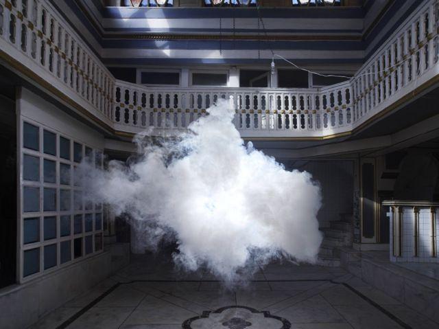 """""""La nube sólo dura unos segundos hasta desvanecerse, lo justo para realizar un par de disparos, pero durante ese instante decisivo la escena es sencillamente increíble."""""""