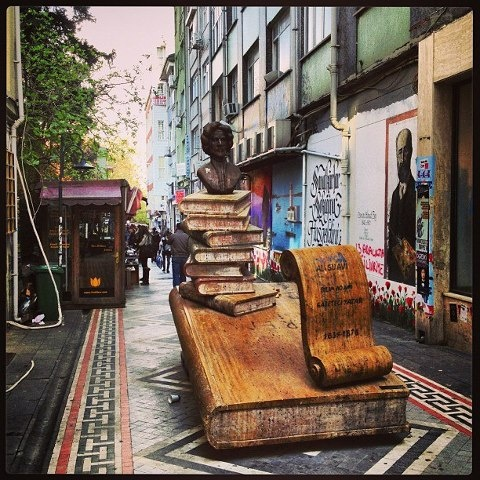 Kadıköy- İstanbul #Istanbul ,#Turkey ✨✨ Fantastic pic! #crazyISTANBUL or visit CrazyISTANBUL.com by TheCrazyCities.com