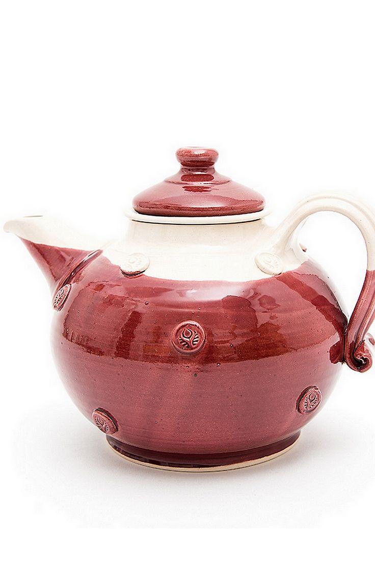 Egyedi, magyar kézműves teáskanna, feldobja bármelyik konyhát és remek kiegészítője a teázás örömének! A teás kannához tartozik egy kerámia szűrő és kerámia tető. A teás kanna űrtartalma 1500 ml. Ár: 4800.- ft