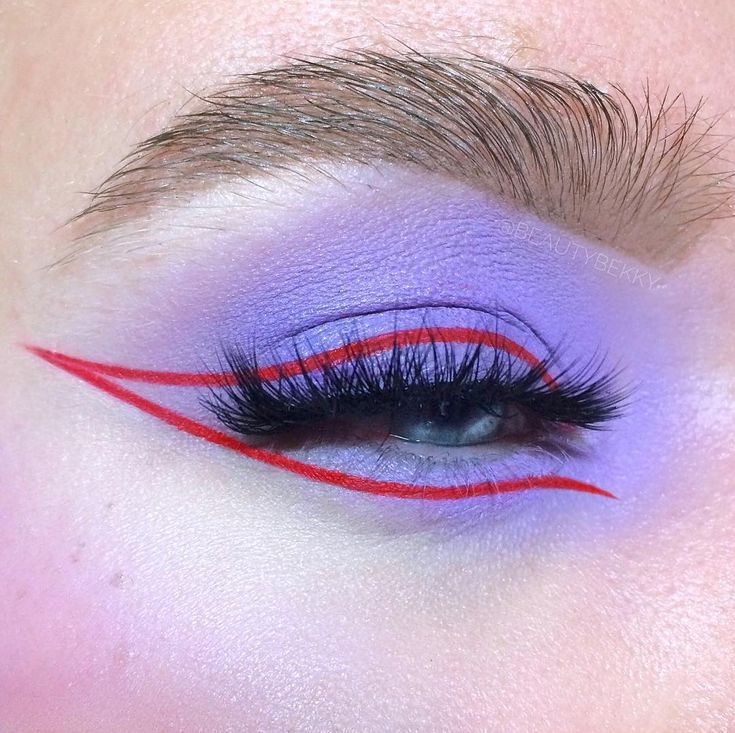 lilac and graphic eyeliner look