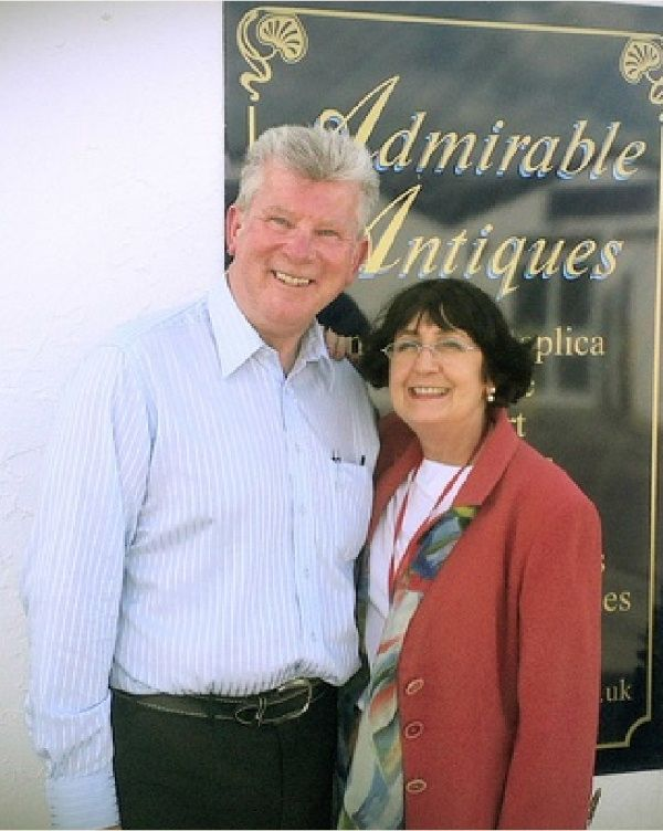 Antiques Road Trip Anita Manning SNAPS at Charles Hanson