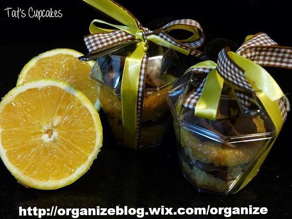 Que tal presentear amigos e familiares com esse lindo Cupcake de colher???? Bolinho de laranja com recheio de cobertura de trufa de chocolate.Mais do que um lindo e delicioso presente, é uma doce…