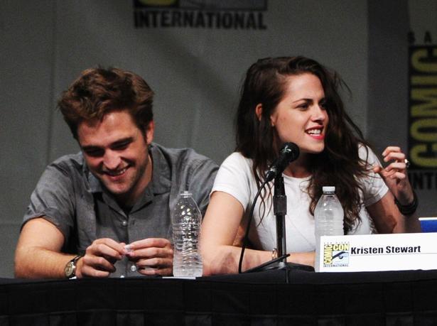 Robert Pattinson reportedly moves out of his and Kristen Stewart's house: Robert Pattinson, Pattinson Reportedly, Girlfriend Kristen, Comic Con, Costar Boyfriend Robert, Twilight Saga, Kristen Edward, Kristen Comic