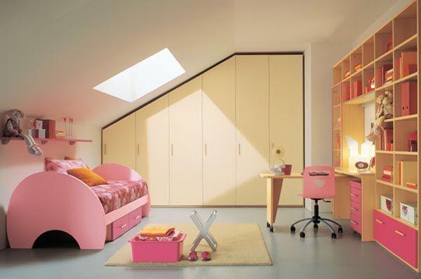 kinderzimmer dach schräge rosa bett einbau kleiderschrank