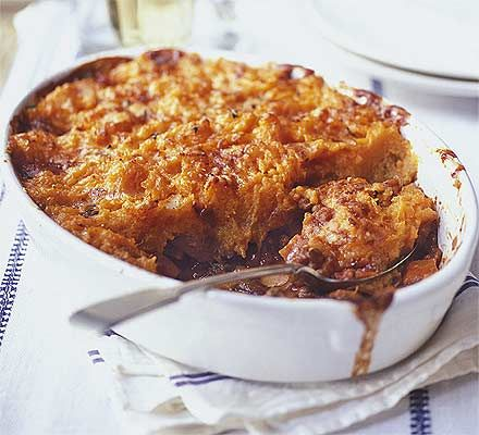 Veggie shepherd's pie with sweet potato mash. The secret to this shepherd's pie's filling is to choose big carrots so they don't lose their texture when cooked