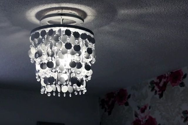 http://diyeverywhere.com/2016/04/10/how-to-make-a-diy-glittering-lampshade/?src=bottomxpromo