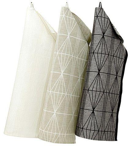 Questo magnifico canovaccio con il suo modello classico è possibile usare in qualsiasi occasione. Kehra in finlandese significa mandrino, che è geometricamente rappresentato sul tovagliolo. Lapuan Kankurit è l'unica fabbrica di tessili Scandinava ad avere il certificato Europeo 'Masters of Linen' a causa dei suoi prodotti di alta qualità ed ecologiche. 50% lino - 50% cotone. Dimensione 48x70cm. - 10.40€