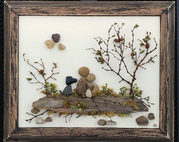 Guijarro, arte, arte rupestre, guijarro arte familia, familia de tres con perro, regalo de adopción, los padres nuevos, nuevo bebé, 8.5x11 «abierto» marco (envío gratis)