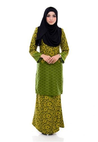 Kurung Modern Humaira (Green) from Nur Shila in Green Kurung Modern Humaira is the latest collections from NUR SHILA made of a very high quality, comfortable to wear, and very nice Milano silk material- Back zip fastening- Relaxed fit- Latest design- Suitable for all occassions- Duyung cutting s... #bajukurung #bajukurungmoden
