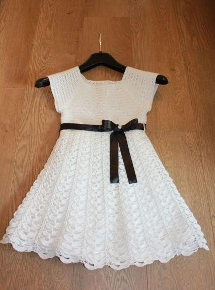 Háčkované šaty s podšívkou na soutěž smyčců